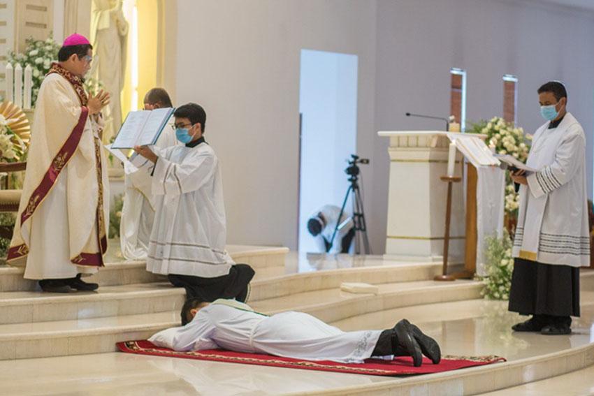 Tahbisan Imam Antonius Gede Ekadana Putra